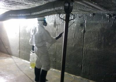 Limpieza de depósito con biocida